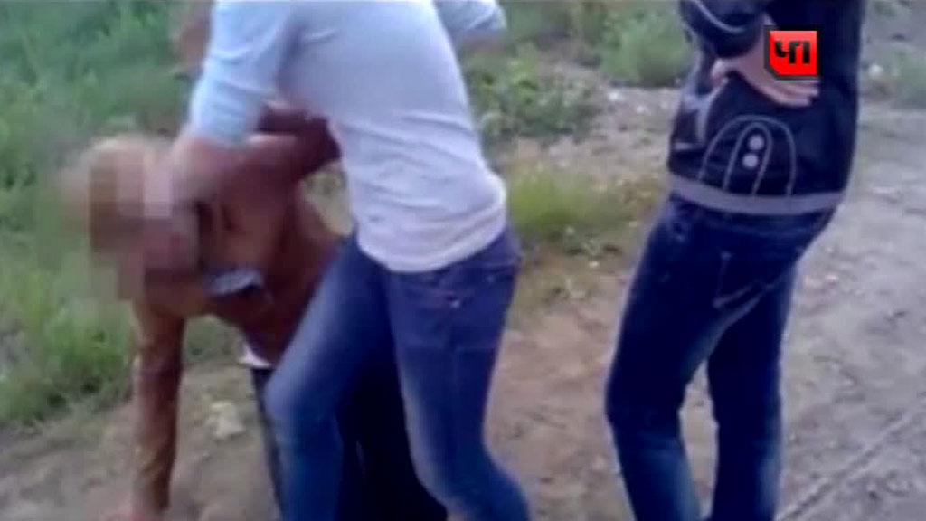 Отсосал жены девок раздевают в полиции видео как