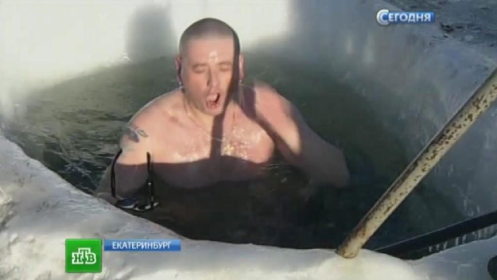 Жестокий секс в ледяной воде