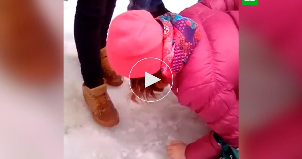video-zastavila-tselovat-sapogi